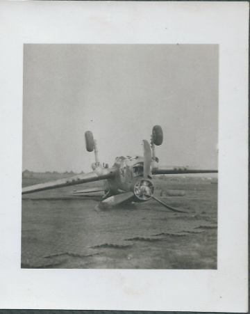 79th-FG-P-40-on-its-back.-Henry-O.-Tomlin-collection-via-Jeanette-Tomlin-1