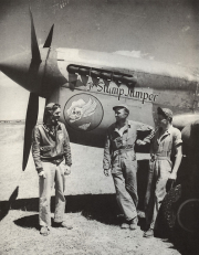 85th-FS-Jacob-Schoellkopf-left-with-Clarence-Barnes-and-Harell-Brandon-next-to-his-P-40-named-The-Stump-Jumper.-Jacob-Schoellkopf-collection-via-Ian-Lyn