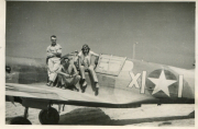 85th-FS-John-R.-Anderson-and-ground-crew-possibly-crew-chief-Edwin-Newbould-on-Andersons-P-40-named-Oh-Honey-X11.-Jacob-Schoellkopf-collection-via-Ian-Lyn