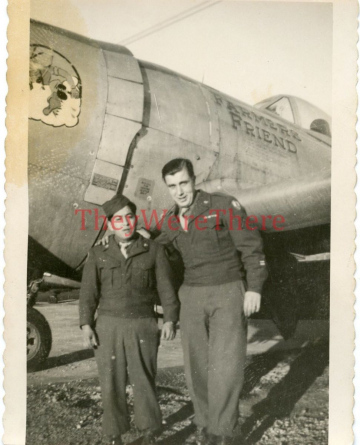 86th-FS-pilot-Harold-Halls-P-47-FARMERS-FRIEND-with-two-ground-personnel-via-Jean-Barbaud-