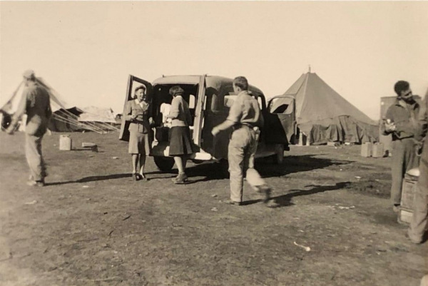 87th-FS-being-visited-by-Red-Cross-at-Magna-LG-Termoli-Italy-Jan.-1944.-Rocco-Loscalzo-collection-via-Frank-Loscalzo